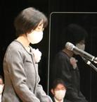 卒業式で保護者あいさつをされる佐藤さん